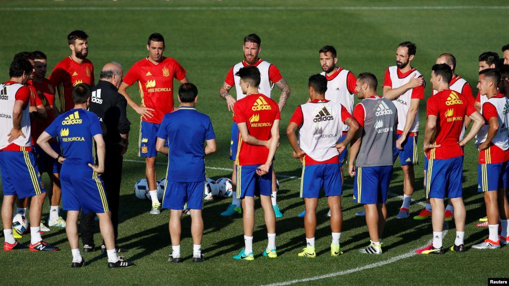 Dok Foto :Sesi latihan Kesebelasan Spanyol pada Piala Eropa 2016. (Foto: Reuters/Javier Barbancho)
