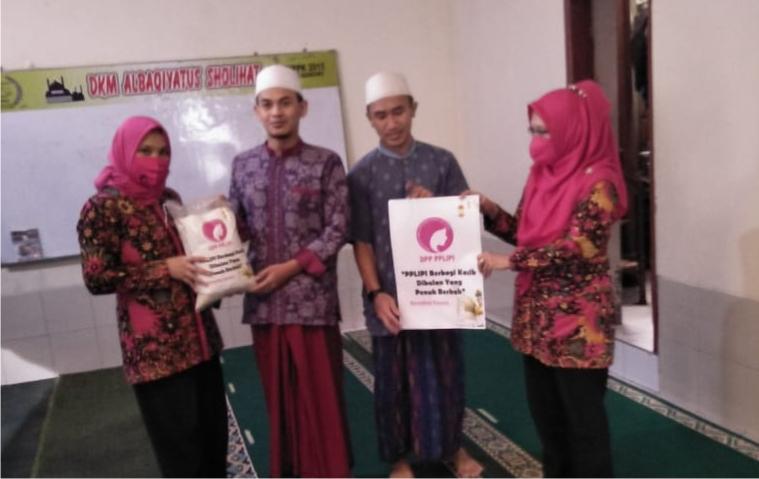 PPLIPI JABAR Berbagi dengan Ustad, Guru Ngaji & Marbot - 3