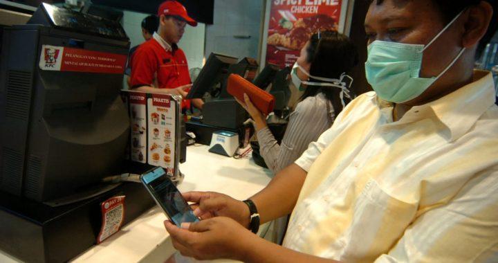 Bank Indonesia Tegal menghimbau kepada masyarakat untuk menggunakan uang elektronik. Foto: ANTARA FOTO/Oky Lukmansyah