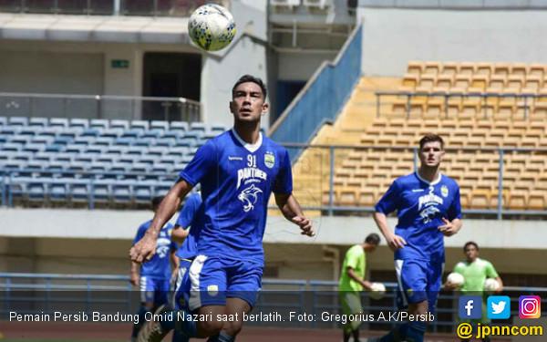Pemain Persib Bandung Omid Nazari saat berlatih. Foto Gregorius A.K/Persib
