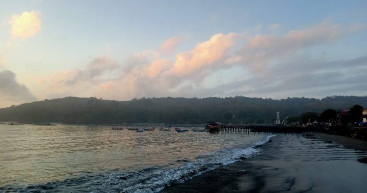 Foto: Pagi di Pantai Timur Pangandaran saat mendung [gpwk]