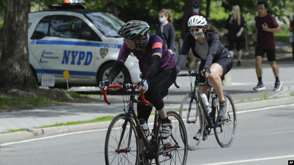 Bagaimanakah dampak kesehatan mengenakan masker bagi pesepeda atau ketika melakukan olahraga? (foto: ilustrasi