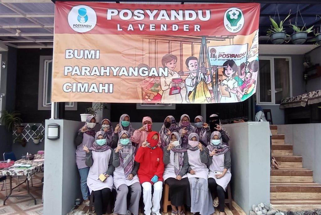 Kader Posyandu Lavender BPC di dampingi Nakes Puskesmas Cimahi selatan, usai Giat Posyandu dan Posbindu berfoto bersama.*foto: Kader Posyandu Lavender BPC Kota Cimahi
