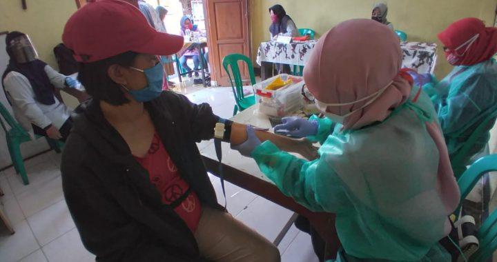 Dalam Rangka Hari Kesehatan Nasional, RW 05 bekerjasama dengan Puskesmas Kel Padasuka menyelenggarakan Pemeriksaan Gula Darah Gratis. Foto:rwd