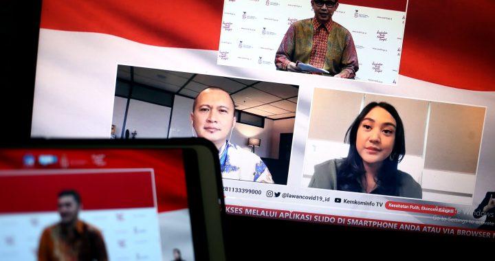 Fiki Satari, Stafsus Menteri Koperasi UKM bersama Gabriel Frans, Co-Founder dan CEO Credibook (Pemenang I Pahlawan Digital UMKM 2020) dan Putri Tanjung, Penggagas Pahlawan Digital UMKM berdiskusi dalam dialog produktif bertema Pahwalan Digital Pendukung UMKM di Jakarta, Rabu 11 November 2020.* Foto: https://covid19.go.id