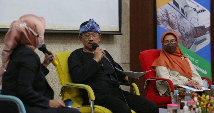 Kepala Bidang UMKM Dinas UMKM Kota Bandung, Eri Nurjaman pada acara Bandung Menjawab yang diselenggarakan Bagian Humas Setda Kota bandung, Kamis (19 November 2020), di Balai Kota Bandung.*