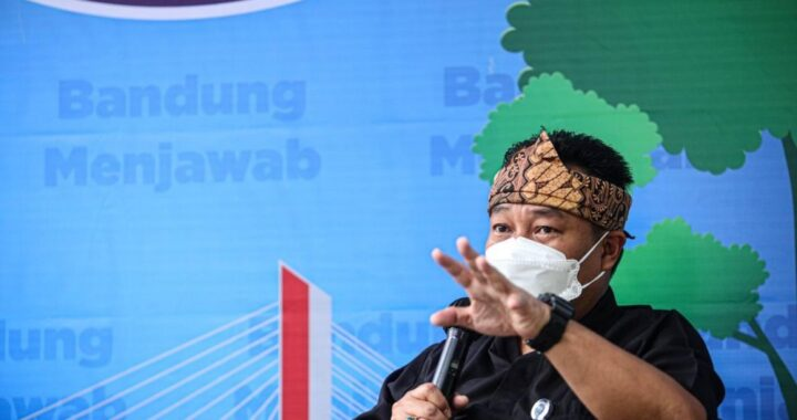 Camat Bandung Weta, Sony Bachtiar saat memberikan keterangan pada acara Bandung Menjawab di Taman Dewi Sartika Balai Kota Bandung. Foto : Humas Bandung