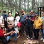 Pengurus dan anggota Parfis foto bersama usai acara halal bihalal di Lembang. (foto : Istimewa)