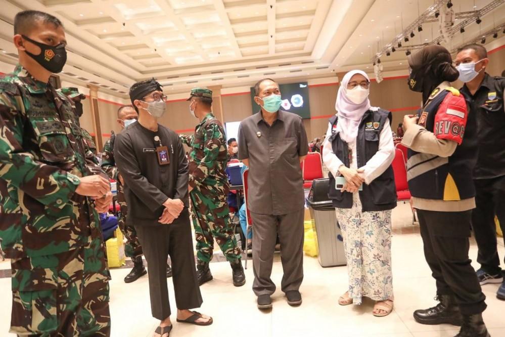 Vaksinasi TNI Polri