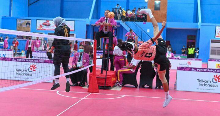 Atlet sepak takraw putri kembar Jawa Barat Lena dan Leni berhasil meraih medali emas double event mengalahkan tuan rumah Papua, sebelumnya dalam semi final mengalahkan tim putri Takraw asal Jambi-SilvesterHumas PON Papua